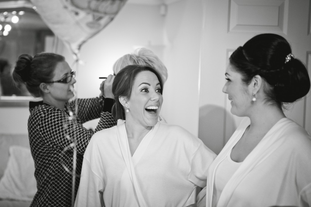 Laughing Bridesmaids   Creative Wedding Photography Liverpool Suites Hotel