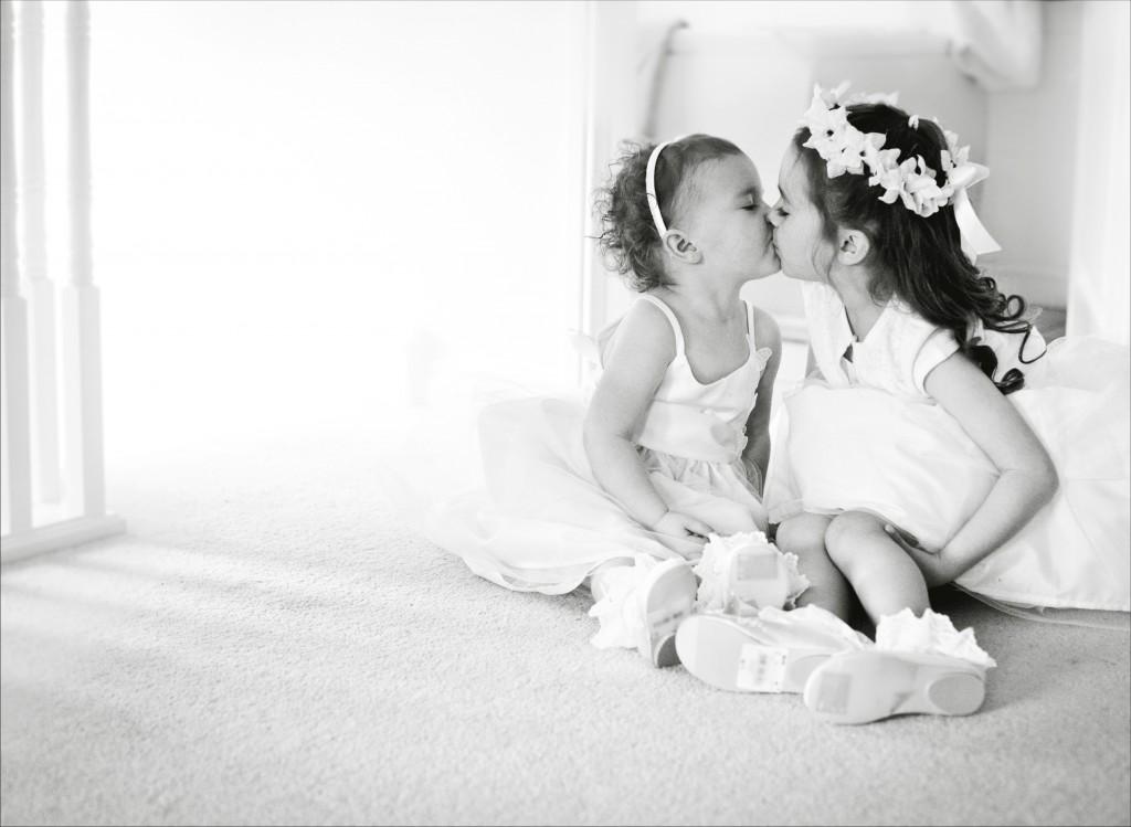 Bridesmaids Kissing, Modern Wedding Photographer